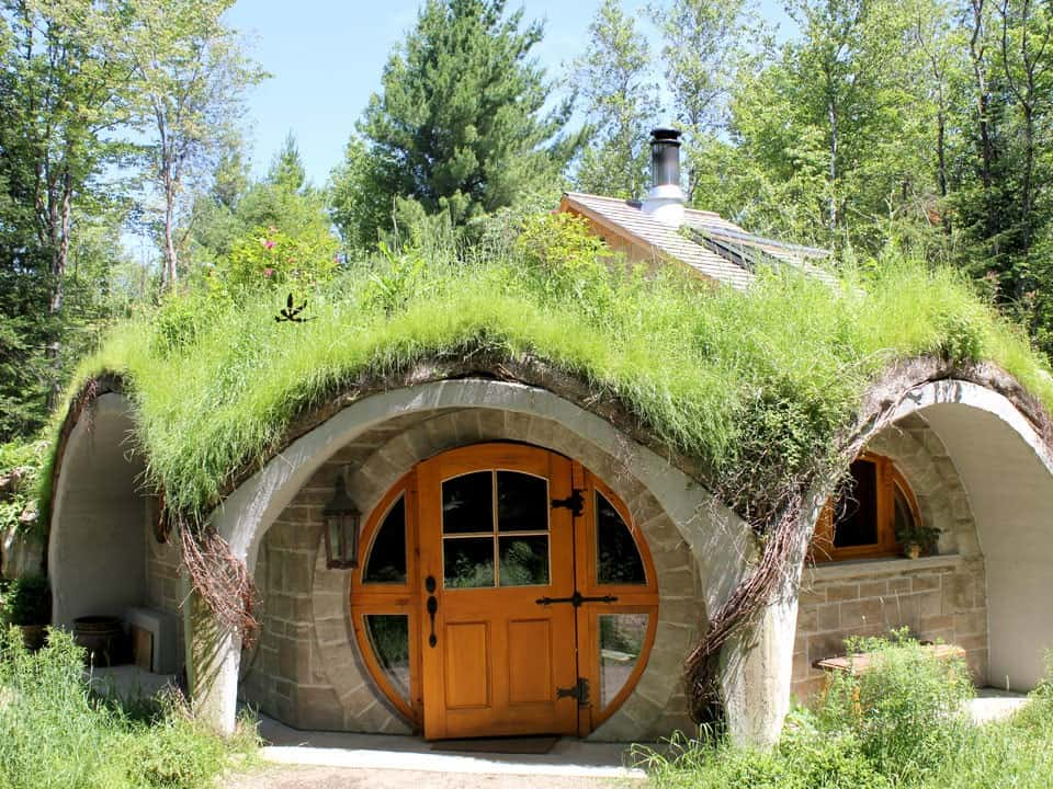 Cabane Hobbit entre cîmes et racines | inauguration of the first underground